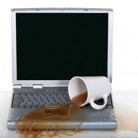 """""""Първа помощ"""" при заливане на лаптоп с течност"""